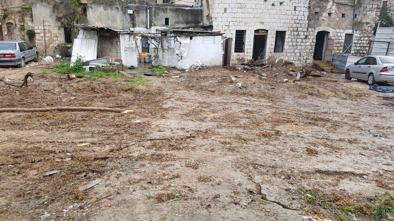 الناصرة: البلدية تقوم بتنظيف أرض الوقف بالحي الشرقي-10