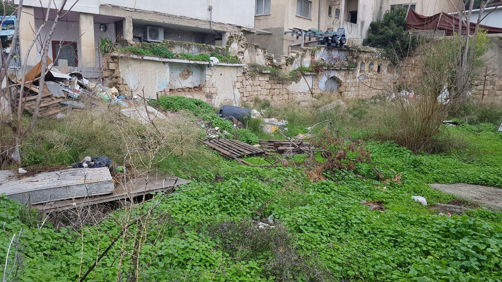 الناصرة: البلدية تقوم بتنظيف أرض الوقف بالحي الشرقي-11
