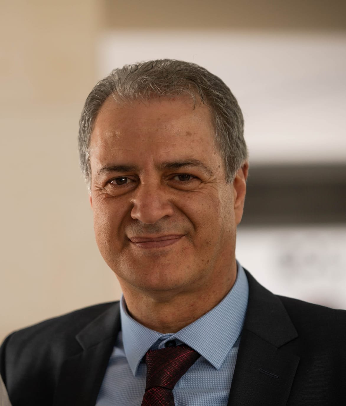 بعد منحه جائزة الاقتصاد، رجل الاعمال تلحمي يضاعفها ويخصصها للطالبات العربيات