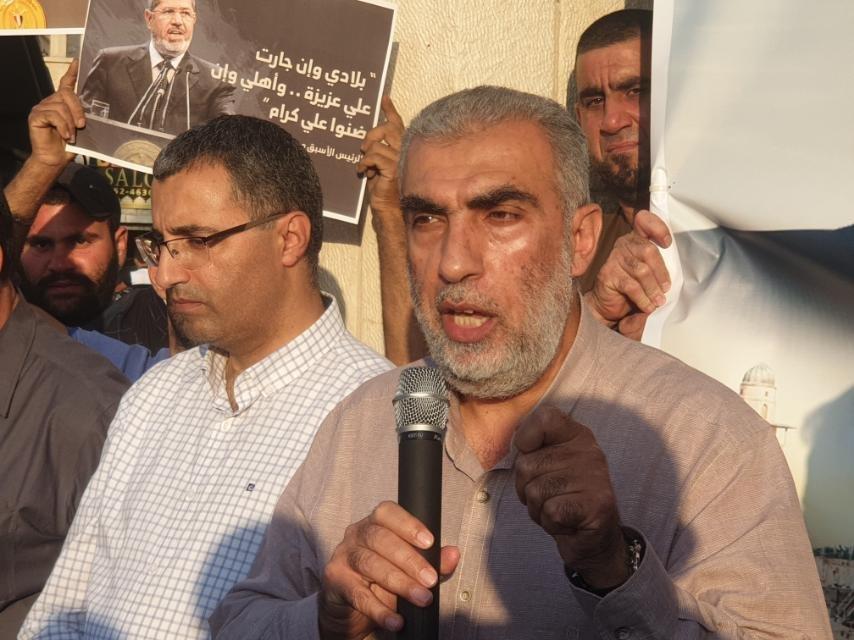 كفر كنا:  وقفة تضامن ومواساة بوفاة الرئيس المصري الأسبق، محمد مرسي