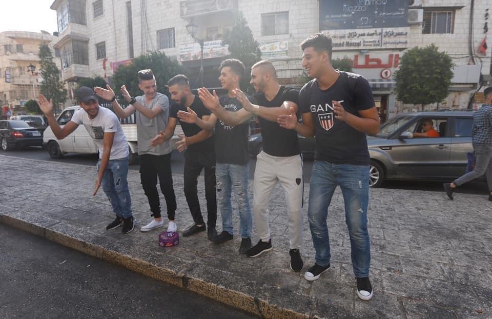 فرحة عارمة في الضفة وغزة تزامنا مع نتائج الثانوية العامة 2019