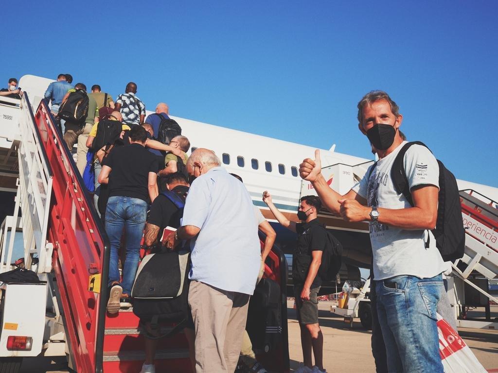 فريق اساطير برشلونة في طريقه إلى البلاد-0