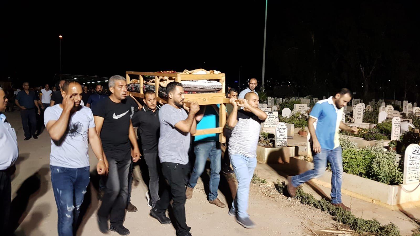 المكر تشيع جثمان المغدورة ياسين واصوات منددة بالعنف