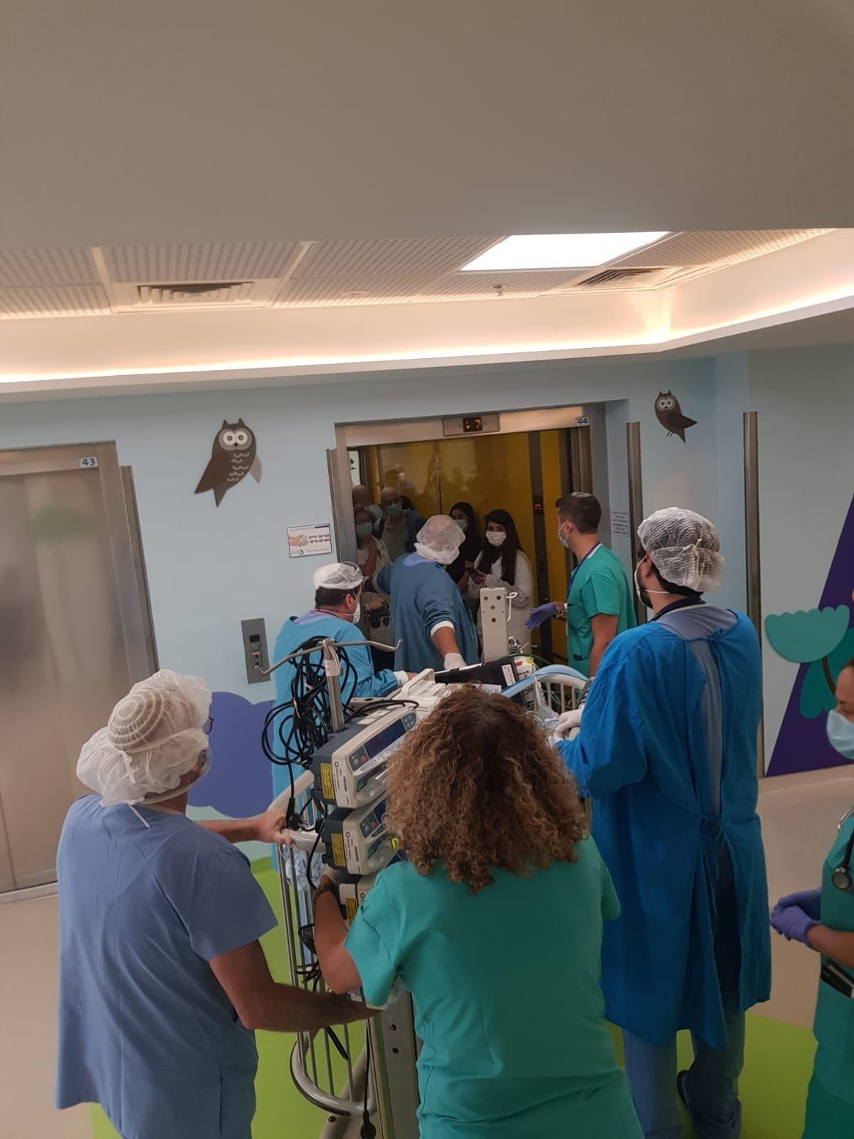 الطفل أبو صالح يخضع لعملية قلب مفتوح لإصابته برصاص خرطوش في القلب