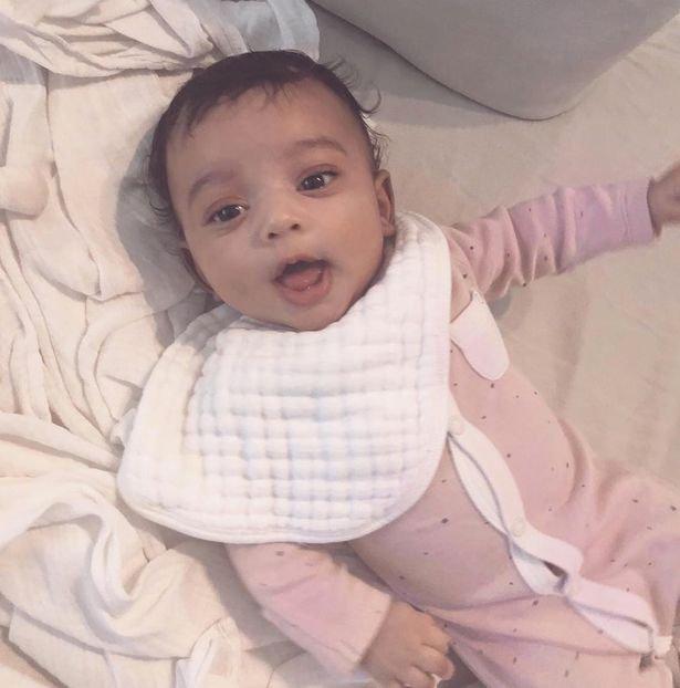 """أول صورة كاملة لـ""""شيكاغو"""" طفلة كيم كارداشيان بملابس وردية"""