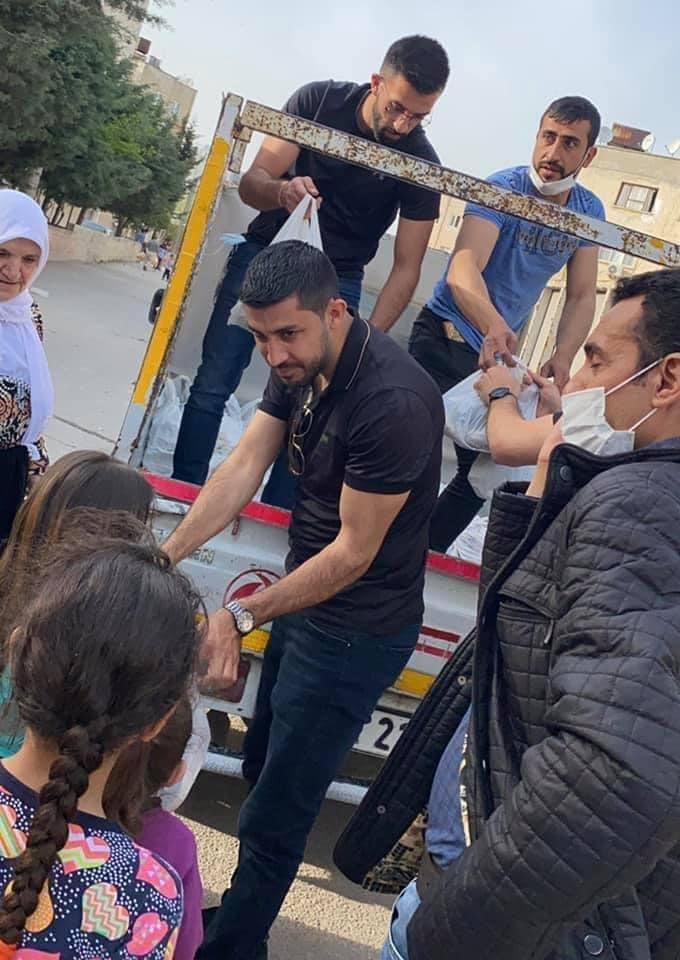 بمبادرة العربية للتغيير: طرود غذائية ودعم مادي وافطارات رمضانية لأسر اللاجئين الفلسطينيين النازحين من سوريا في كلس جنوب تركيا-1