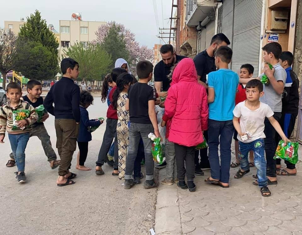 بمبادرة العربية للتغيير: طرود غذائية ودعم مادي وافطارات رمضانية لأسر اللاجئين الفلسطينيين النازحين من سوريا في كلس جنوب تركيا-5