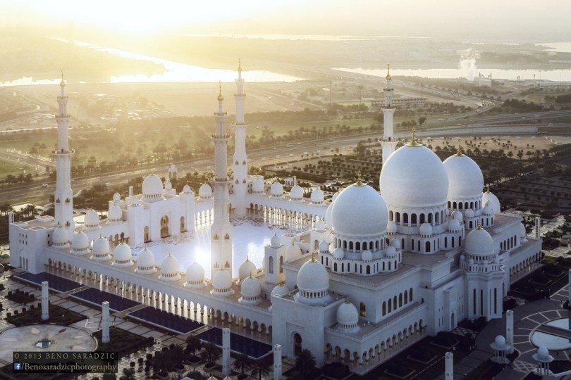 مسجد الشيخ زايد الكبير الأكثر جمالا في دولة الإمارات العربية المتحدة