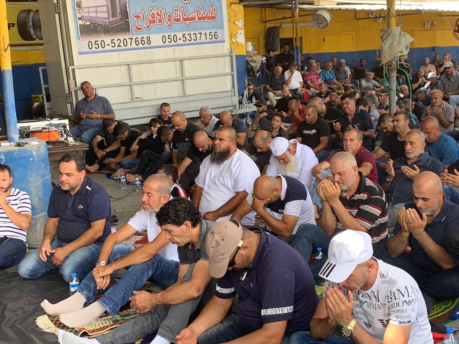 الطيبة: صلاة جمعة وتظاهرة احتجاجية قبالة مركز الشرطة احتجاجا على العنف