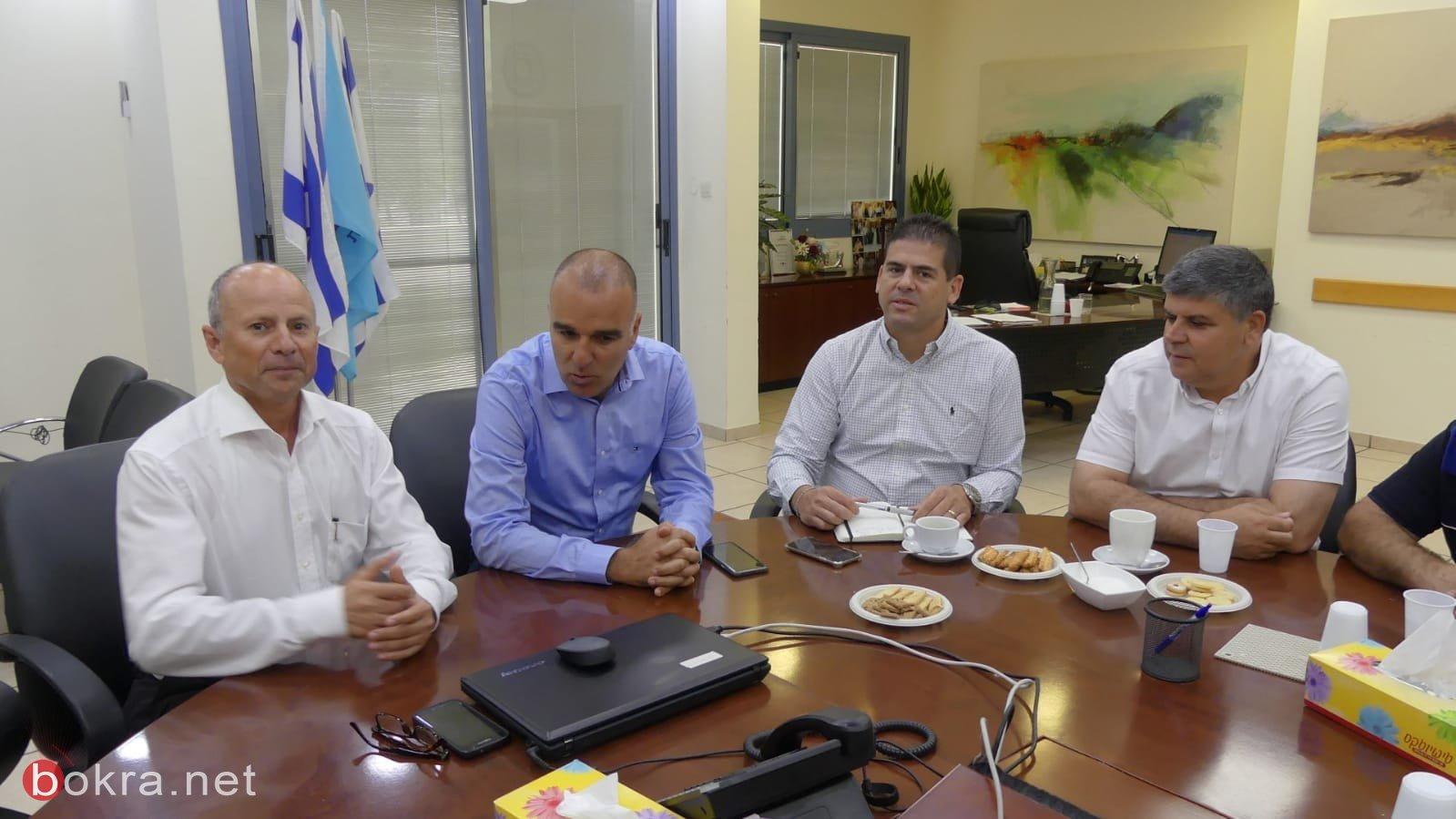 بحضور رئيس بلديّة ام الفحم ورئيس العفولة: توقيع اتفاق استئجار ملعب العفولة لفريق هبوعيل ام الفحم