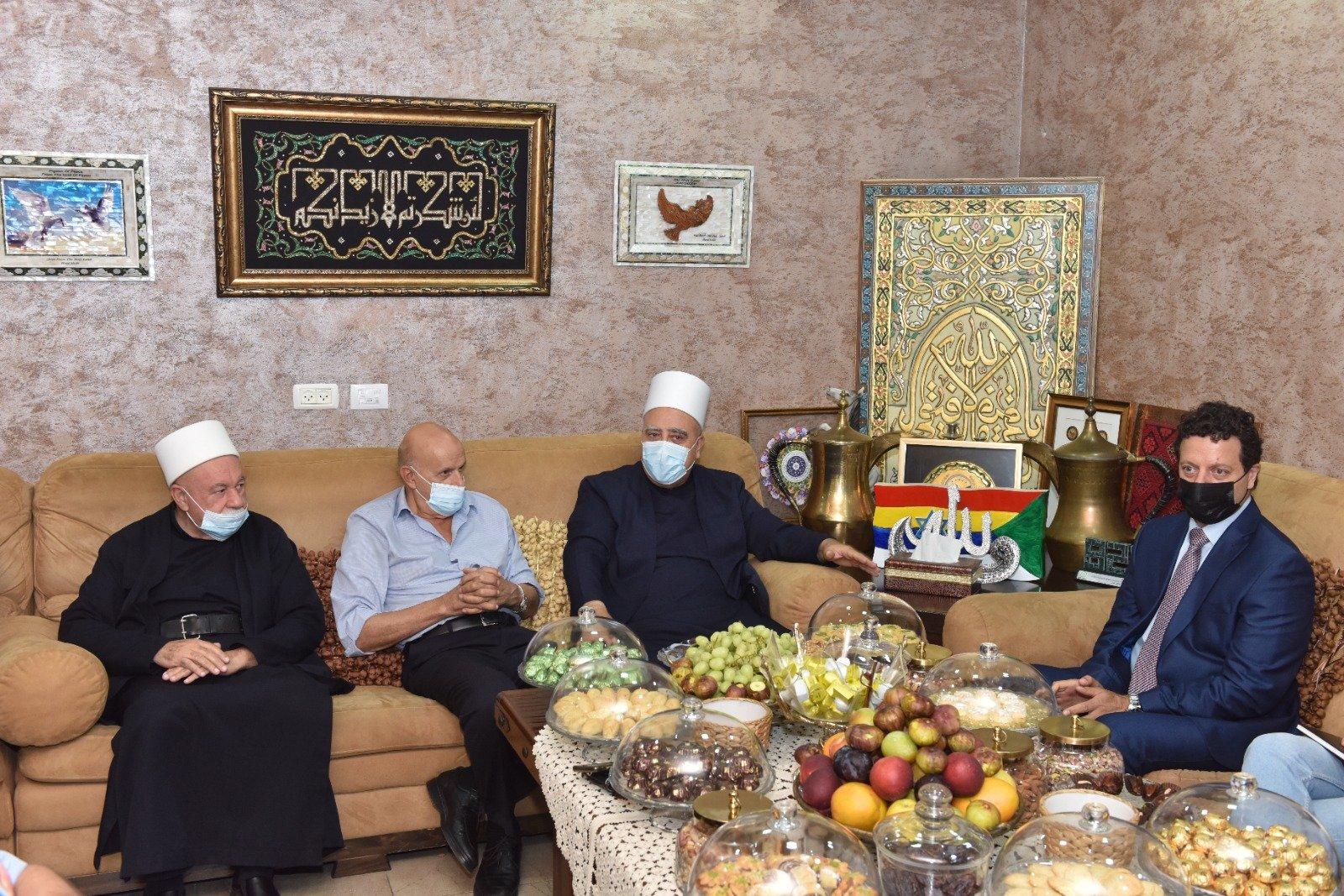 عشية العيد: رئيس مجلس إدارة لئومي د. سامر حاج يحيى يزور الشيخ موفق طريف-4