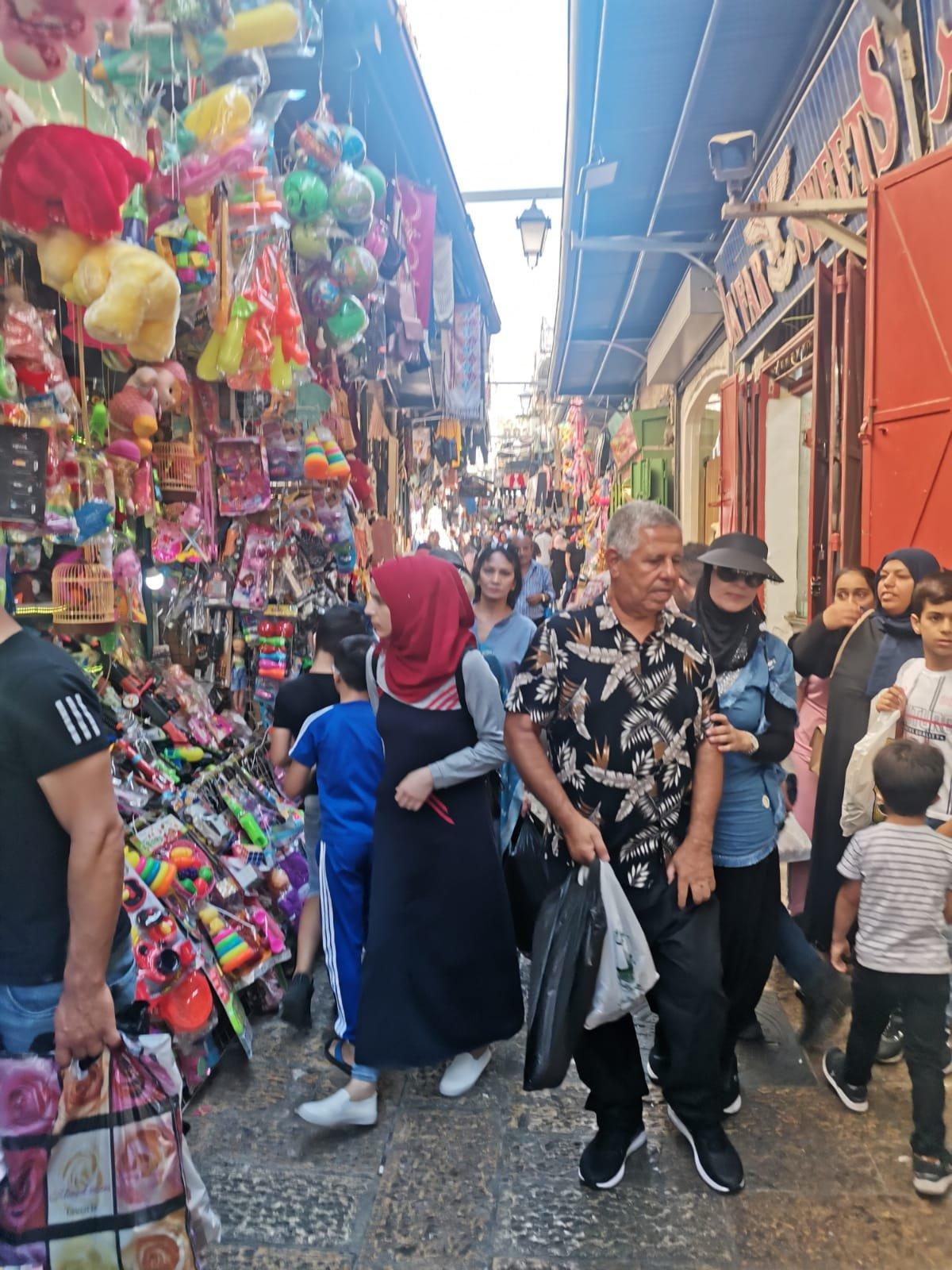 قبيل عيد الأضحى .. الأوضاع الاقتصادية والسياسية تلقي بظلالها على أسواق القدس-3