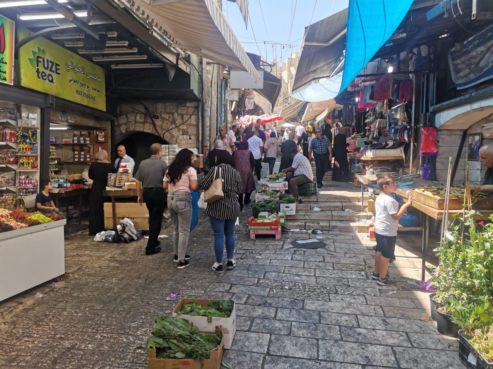 قبيل عيد الأضحى .. الأوضاع الاقتصادية والسياسية تلقي بظلالها على أسواق القدس-7