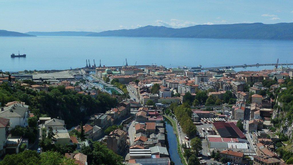 استكشاف كرواتيا من رييكا الساحلية 1730769029
