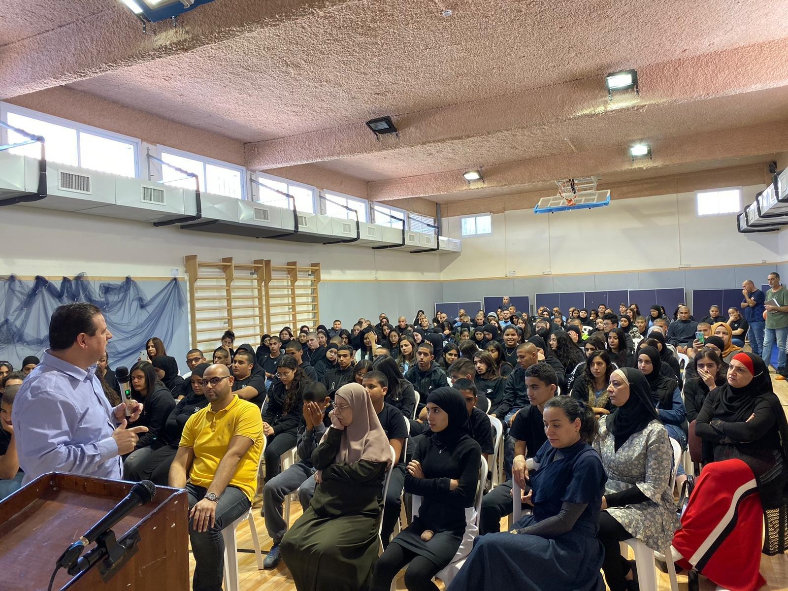 النائب عودة يلتقي طلاب مدرستيْ يافا وكوكب الثانوية