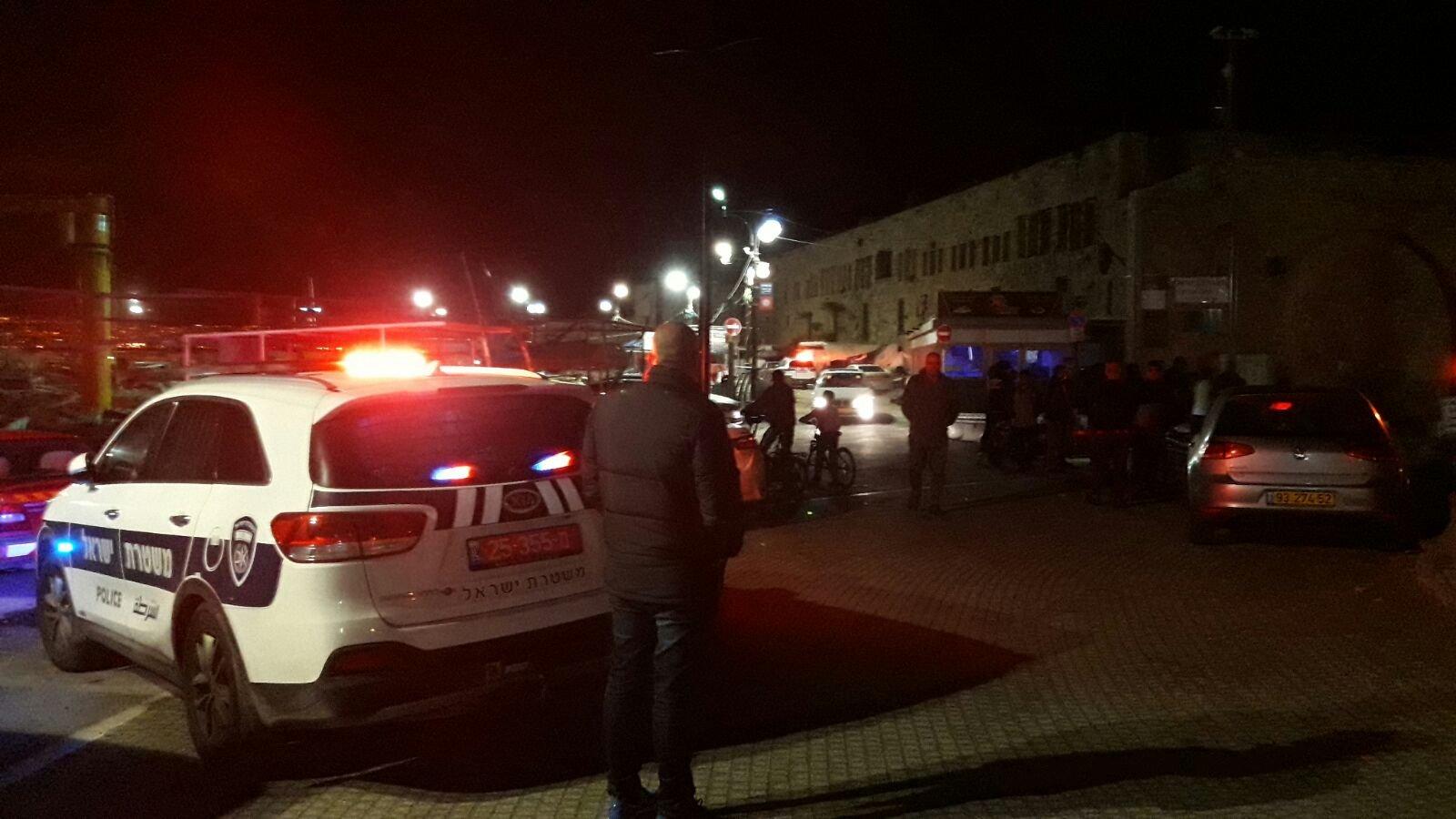 إصابة شاب رميًا بالرصاص في عكا، وآخر في كفر كنا
