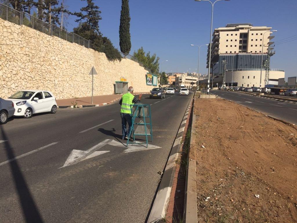 قسم الصيانة يقوم بأعمال بستنه وتنظيف في الشوارع والمرافق-0