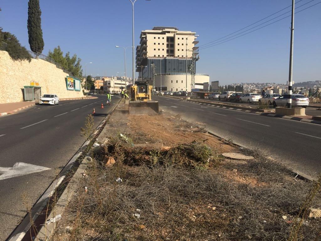 قسم الصيانة يقوم بأعمال بستنه وتنظيف في الشوارع والمرافق-5