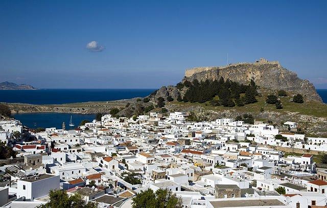 السياحة في اليونان بين الآثارات والبحر