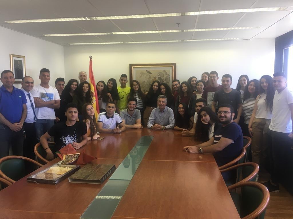 سفير اسبانيا يستضيف طلاب من مدرسة المطران النصراوية
