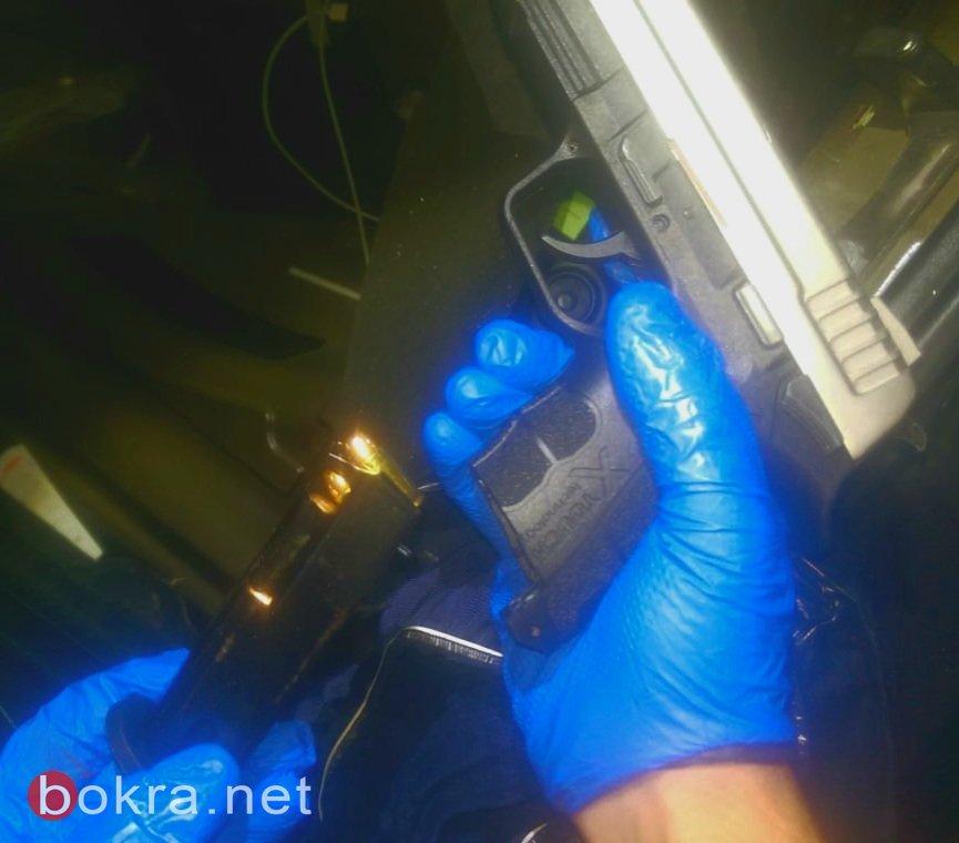 ضبط اسلحة وذخيرة واعتقال 3 مشتبهين -1