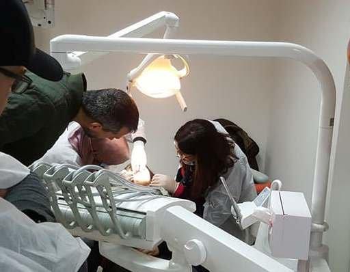 لفتة انسانية: علاجات مجانية لمرضى محتاجين خلال دورات جمعية اطباء الأسنان العرب