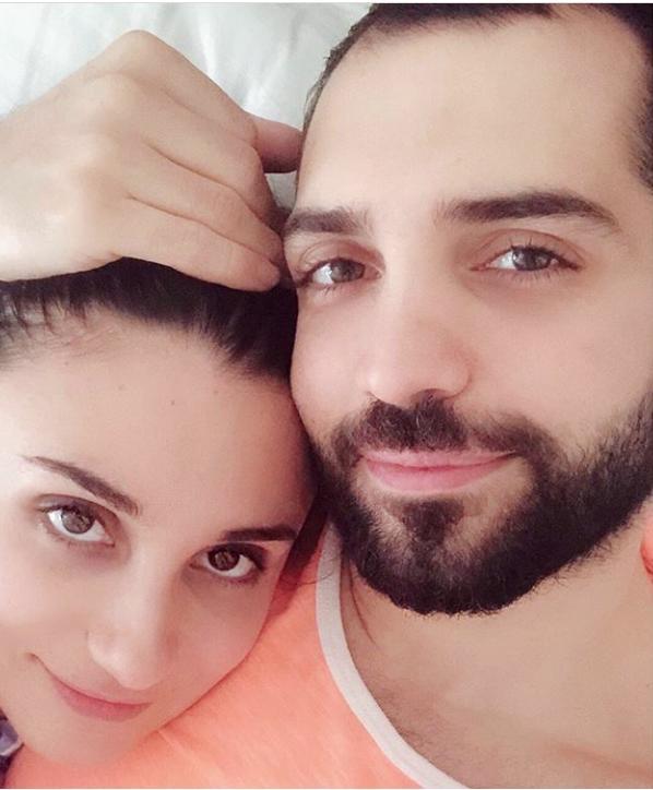 محمد باش يتغزّل بزوجته في عيد زواجهما الأول