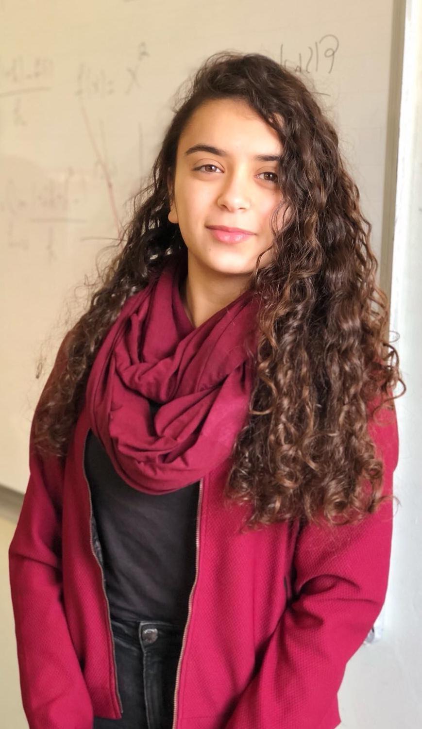 الطالبة نور ابو الهيجاء تساهم في عرض علاج لمرض التصلب المتعدد-1