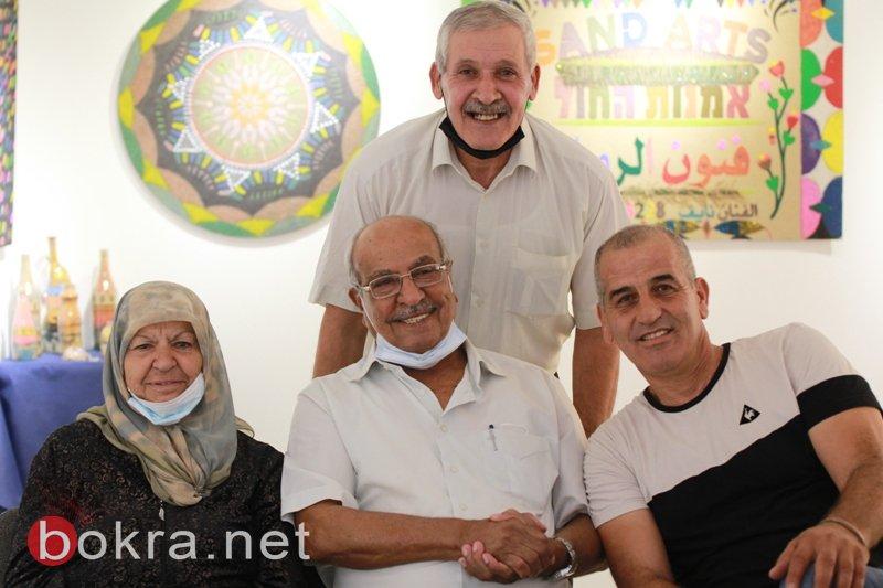 الفنان نايف شحادة يبهر الجمهور في معرضه الأول فنون الرمل بجاليري زركشي سخنين-1