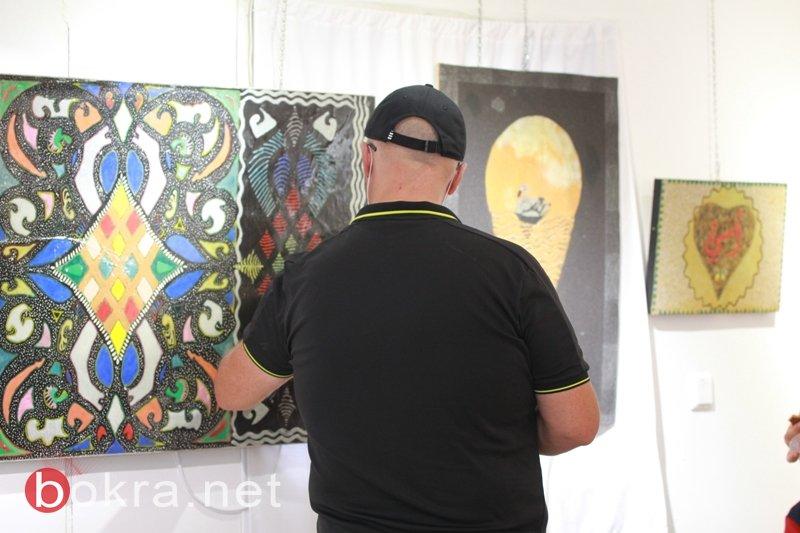 الفنان نايف شحادة يبهر الجمهور في معرضه الأول فنون الرمل بجاليري زركشي سخنين-4
