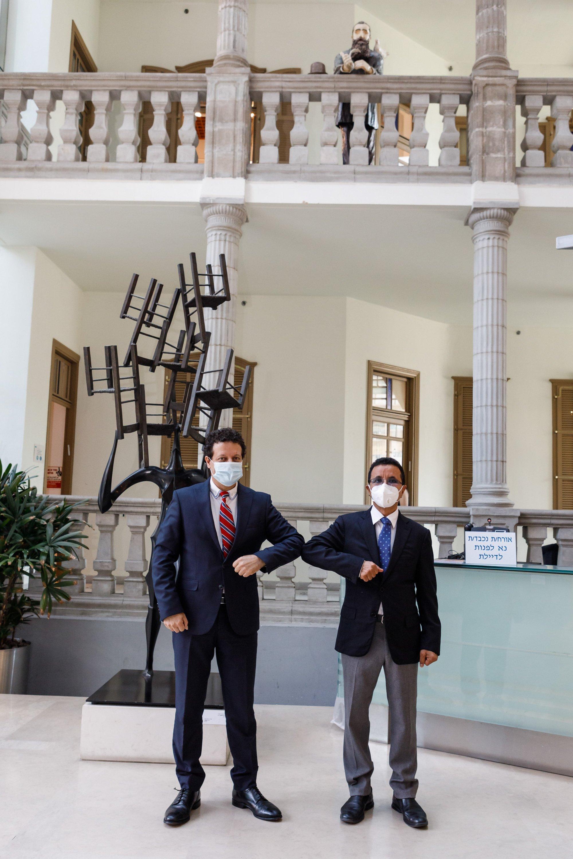 رئيس مجلس إدارة بنك لئومي، د. سامر حاج يحيى، ومدير عام البنك يلتقيان إدارة مجموعة DP WORLD من دبي
