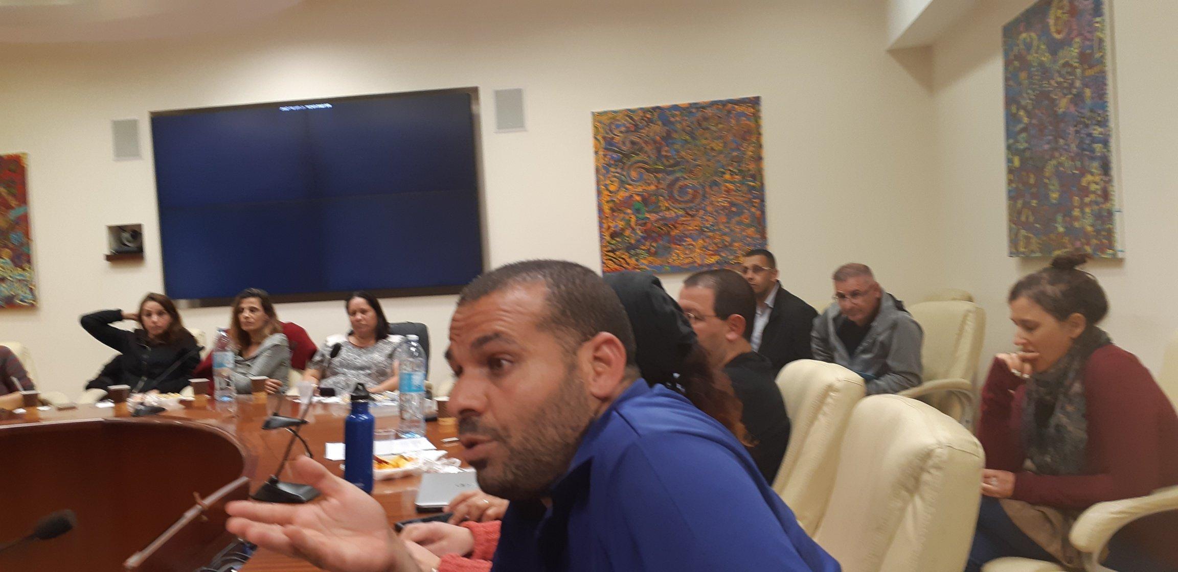 معلمون عرب يشاركون في لقاء معلمي المدنيات مع مدير عام وزارة التربية