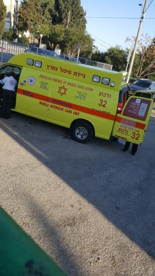 دهس فتى بالناصرة وإصابته بجراح خطيرة .. كان يركب دراجته وصدمته حافلة!