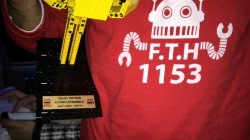 بيت الحكمة الاعدادية الى العالمية في مسابقة FLL للروبوتيكا