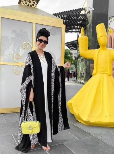 حقائب تناسب العبايات من وحي مدونات الموضة