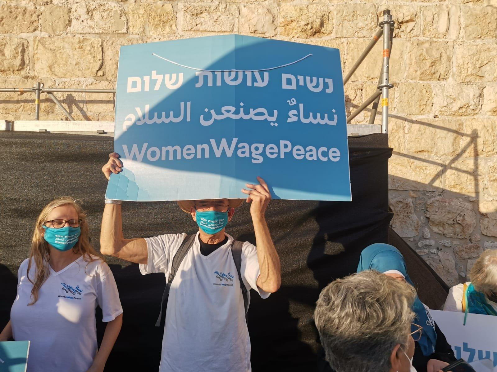 """""""نساء يصنعن السلام """" ينظمن سلسلة بشرية لتحقيق السلام بين الشعبين-3"""