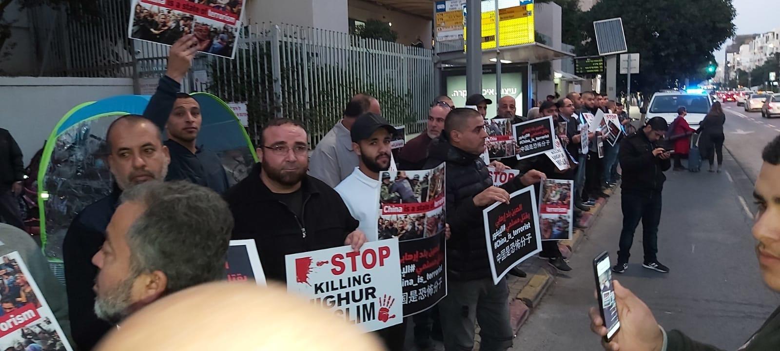 تضامنا مع مسلمي الإيغور الحركة الإسلامية تنظم وقفة إحتجاجية حاشدة أمام السفارة الصينية