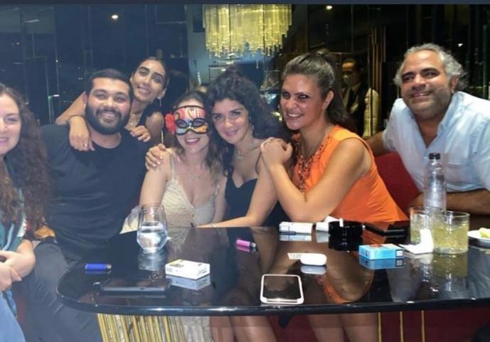 منة شلبي تحتفل بعيد ميلادها الـ38 برفقة غادة عادل وأصدقائها المقربين