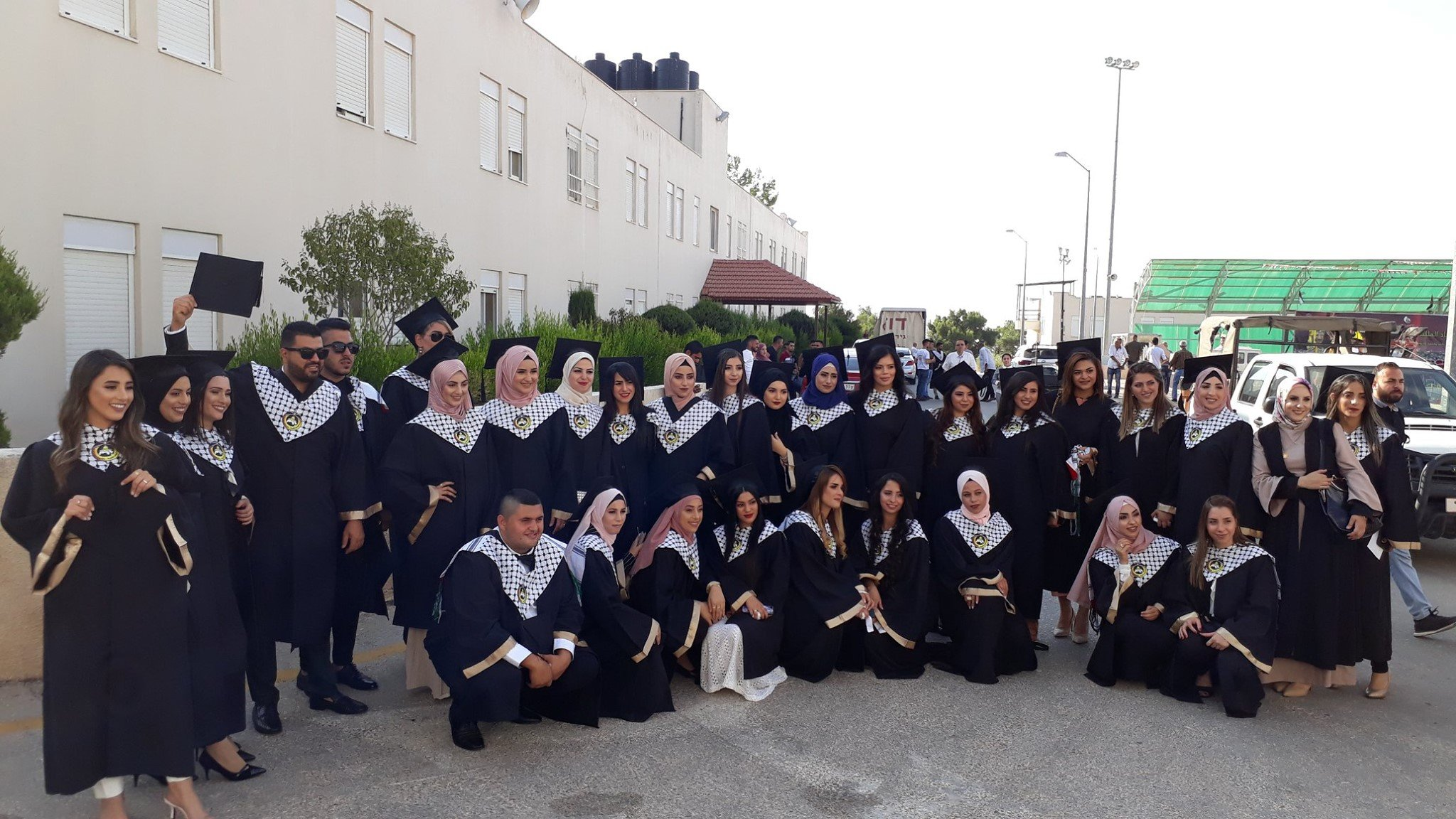 كلية غرناطة تحتفل بتخريج الفوج الخامس من طلابها الملتحقين بجامعة القدس المفتوحة