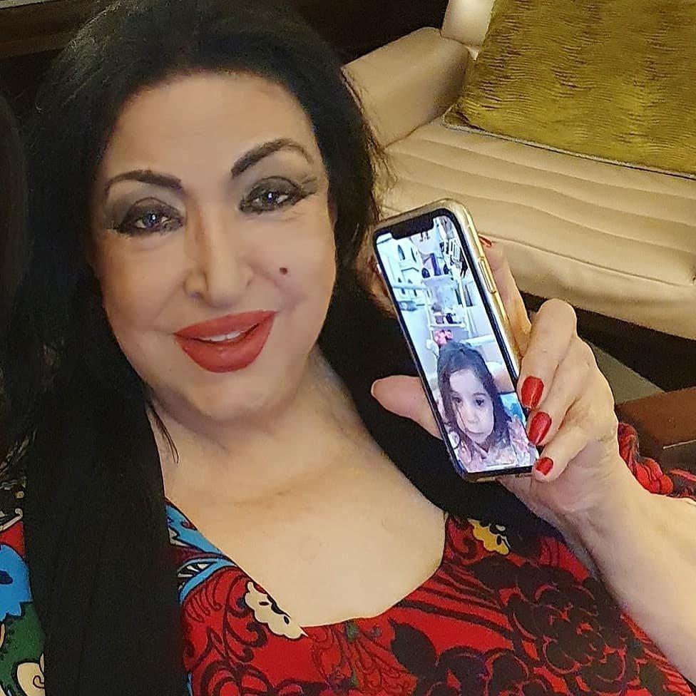 أول صور لسميرة توفيق بعد جراحة القلب في الإمارات