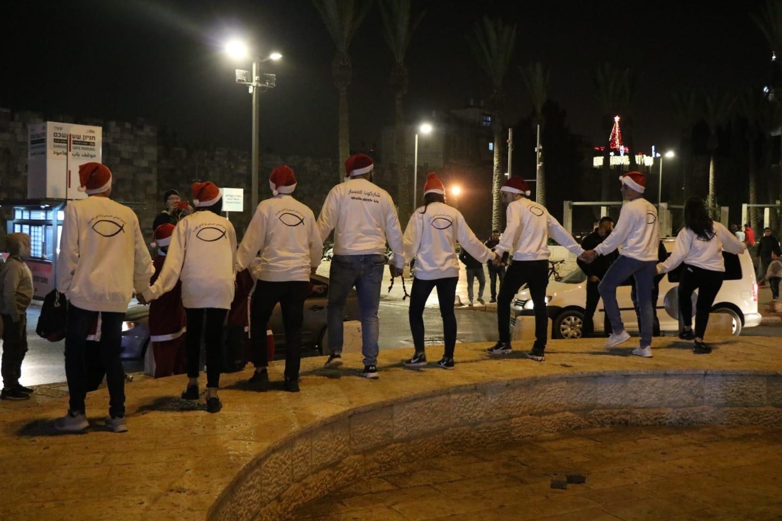 التجمع الوطني المسيحي يحي ليلة الميلاد في البلدة القديمة بالقدس وعلى الحواجز العسكرية المُحاصرة لها