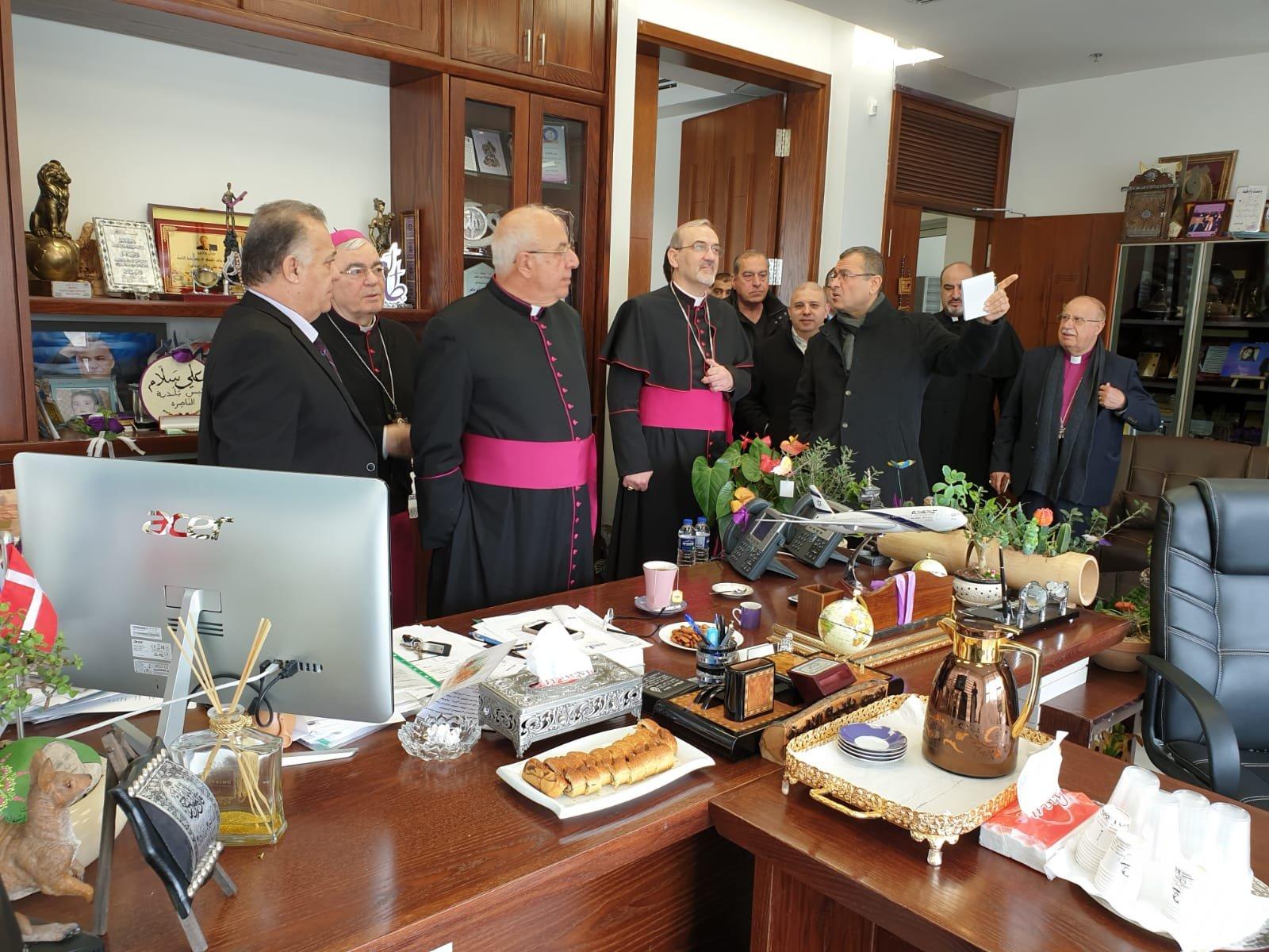القاصد الرسولي ومطارنة اللاتين يعايدون على رئيس البلدية بعيد البشارة