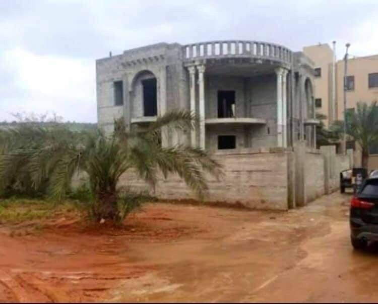 الطيبة: لتوفير غرامات الهدم... المواطن نبيل عمرور يقوم بهدم منزله-2