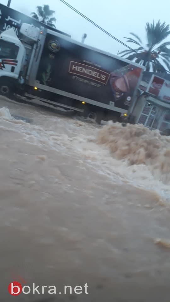 بسبب الأمطار: اغلاق مدخل حي المعلقة في امّ الفحم من قبل الشرطة والعمل على ازالة المياه