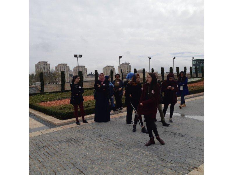 طلاب الحوادي عشر من الثانوية الشاملة من كفر قاسم في زيارة تعليمية إلى الكنيست