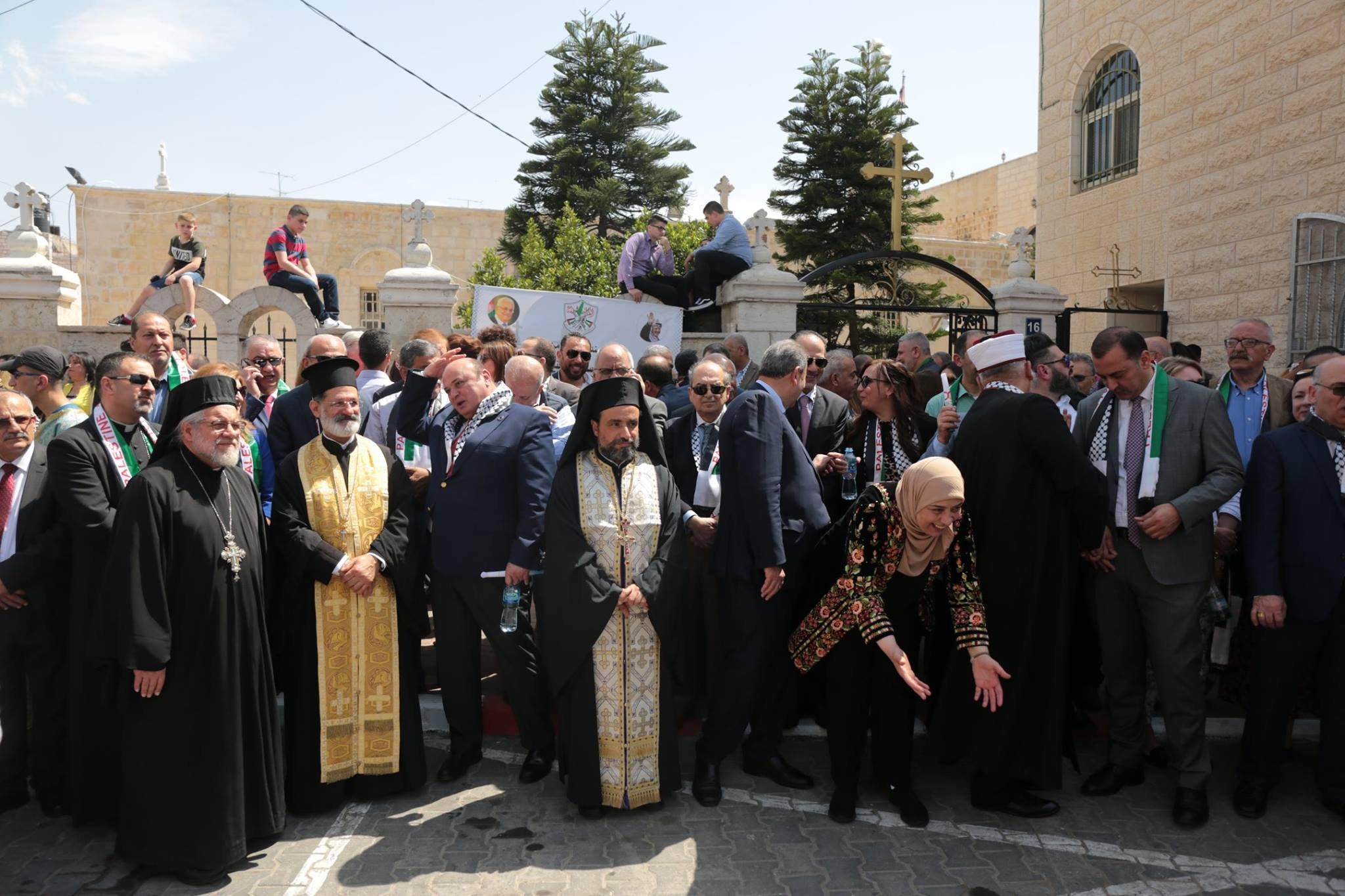 رام الله تستقبل النور المقدس القادم من القدس