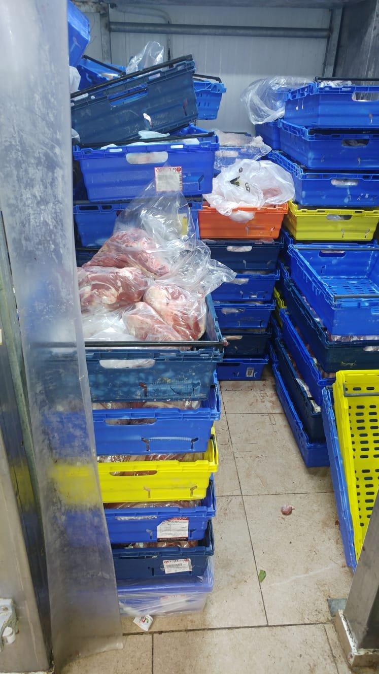 مركز المينا يقوم بمشروع توزيع اللحوم على العائلات المحتاجة في عكا