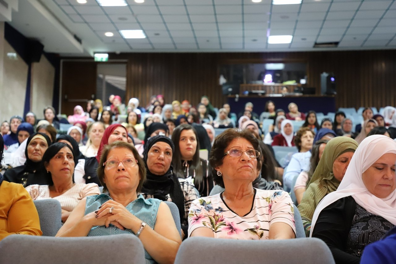 بحضور المئات: كيان تعقد مؤتمرها السنويّ وتعرض إنجازات مشروع النساء في السياسة وحملة دوركِ