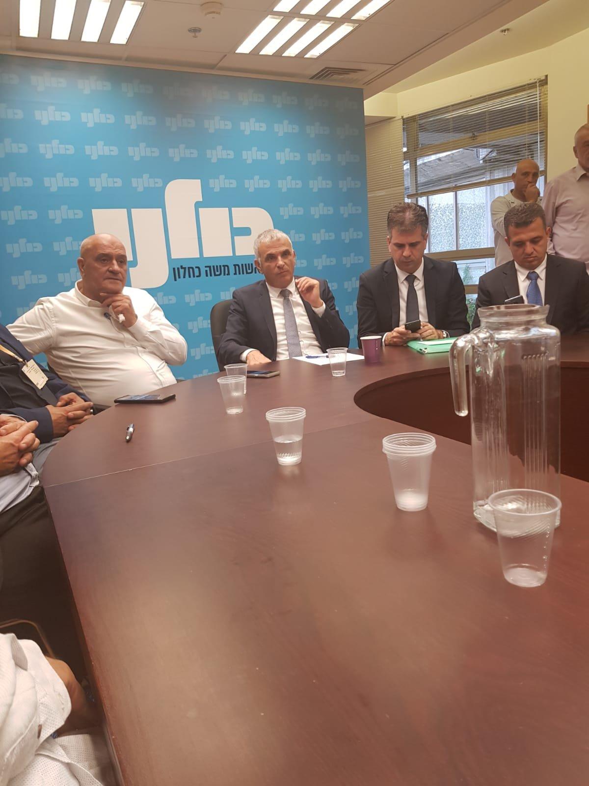 وزير المالية كحلون يجتمع مع رؤساء سلطات محلية ويعد برفع مستواها