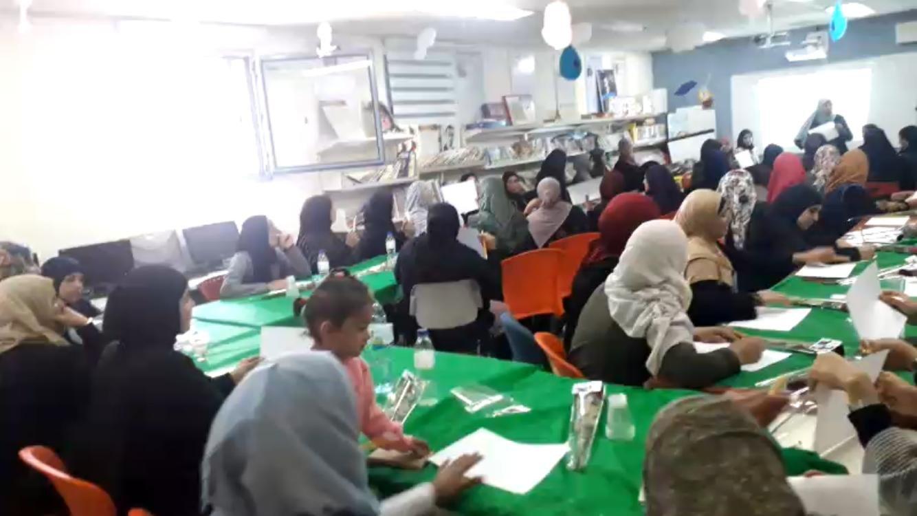 مدرسة السلام تنظم فعالية للأمهات في اليوم العالمي لمكافحة العنف ضد المرأة.